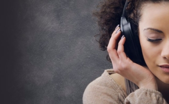 girl-listening-to-headphones